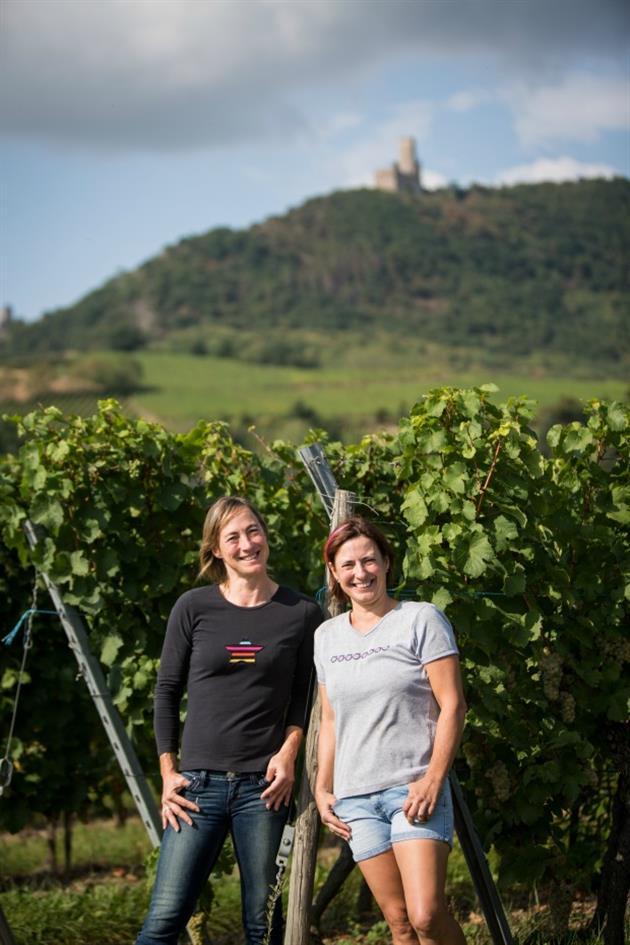 Sylvie et Nadine au pied du Château de l'Ortenbourg