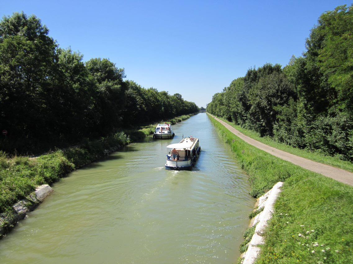 Location de bateaux sur le canal du Rhône au Rhin