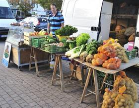 Bonne humeur et convivialité au marché du samedi!