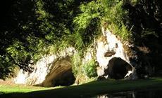 Grotte du Mannlefelsen en face de la source de la Largue