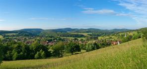 Le Jura alsacien et le village de Winkel  ©Vianney-MULLER