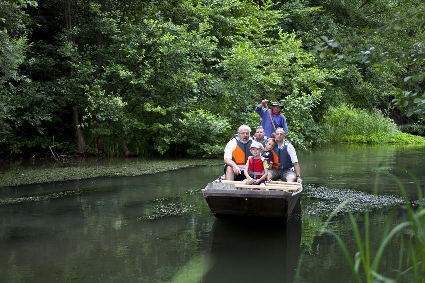 Promenade en barque à fond plat et halte rafraîchissante