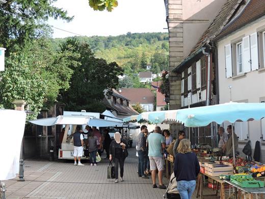 Marché hebdomadaire de Mutzig - crédit photo Mairie Mutzig
