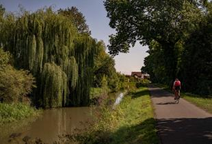 Cycling tour Along the water