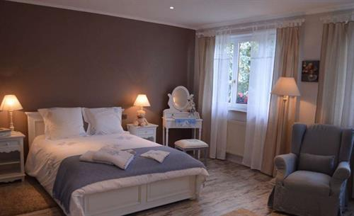 Grande chambre côté lit
