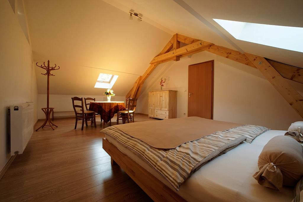 g te l 39 ancienne voie romaine le grand g te. Black Bedroom Furniture Sets. Home Design Ideas