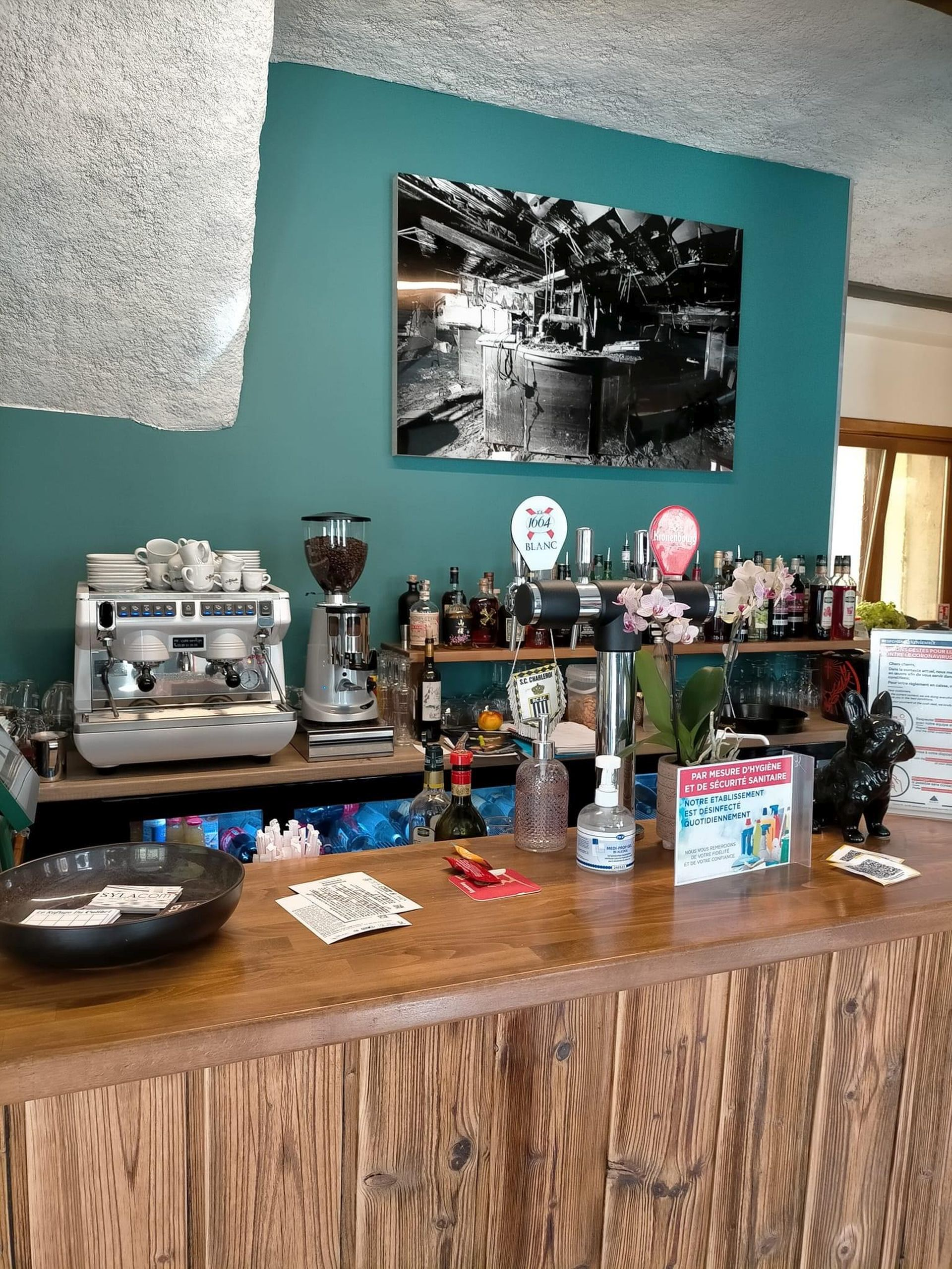 bar restaurant le colibri. Black Bedroom Furniture Sets. Home Design Ideas