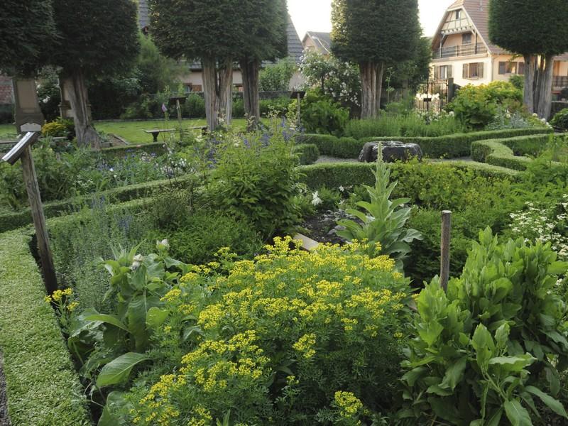 Jardin m di val de la chapelle sainte marguerite for Jardin medieval