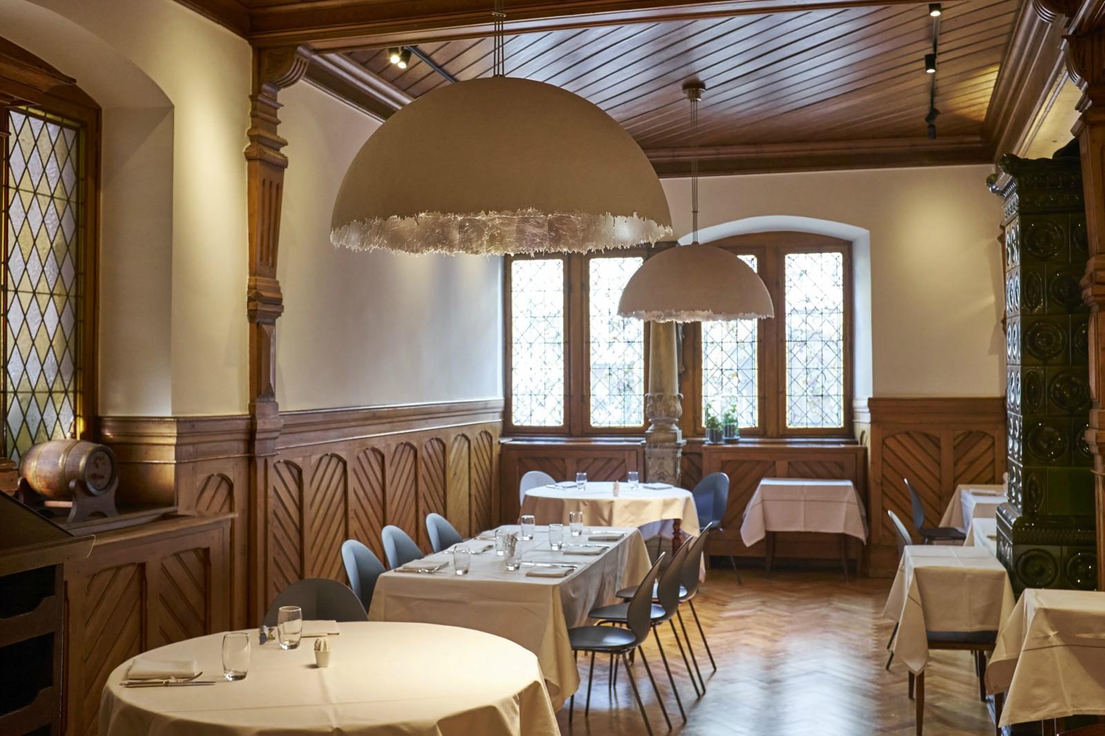La maison des t tes historic restaurant colmar - Tete de lit delamaison ...