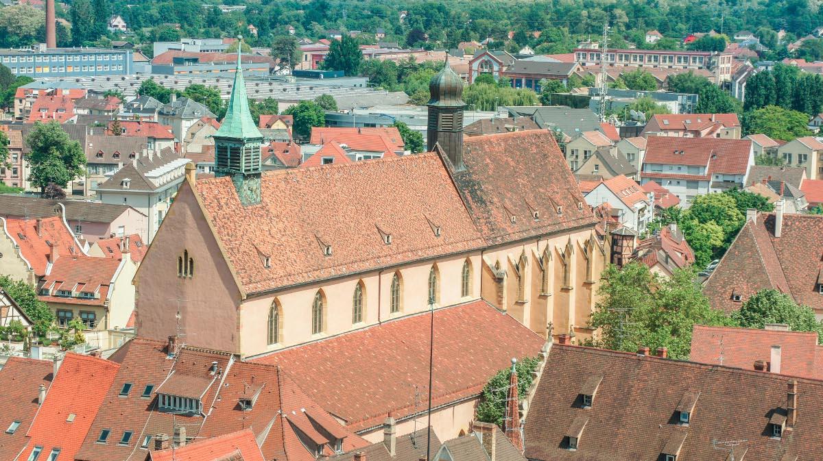 Vu aérienne de l'église Saint-Matthieu (OT Colmar)