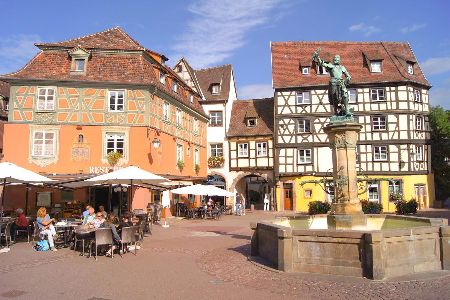 La fontaine Schwendi sur la place de l'Ancienne Douane (OT Colmar)