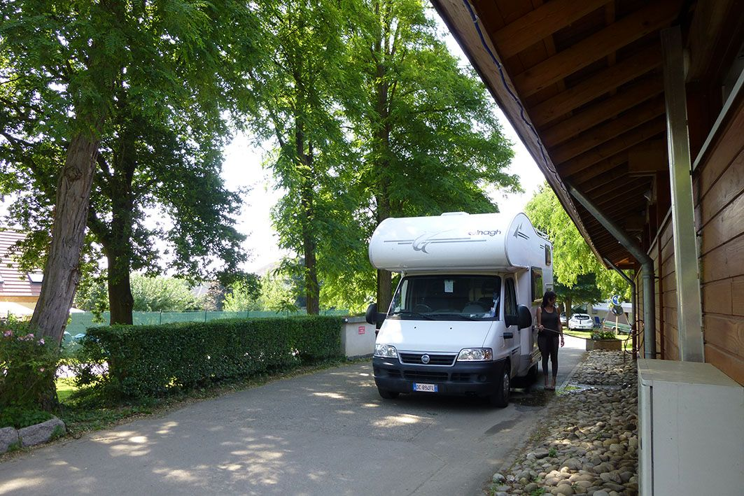 parkplatz f r wohnmobile camping de l 39 ill colmar. Black Bedroom Furniture Sets. Home Design Ideas