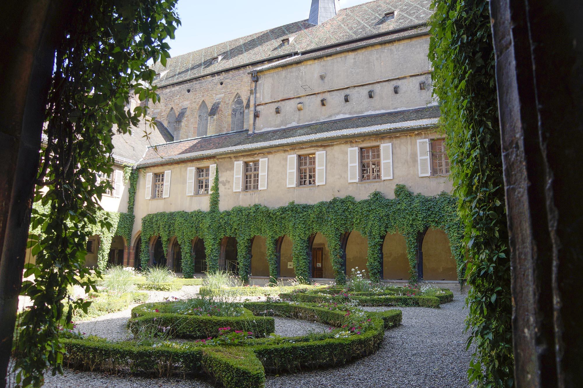 Cour de l'ancien couvent des Dominicains (OT Colmar)