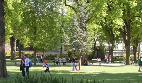Ambiance dans le parc du Champ de Mars (OT Colmar)