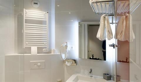 Colmar Hôtel www.colmarhotel.fr/ (Salle de bain)