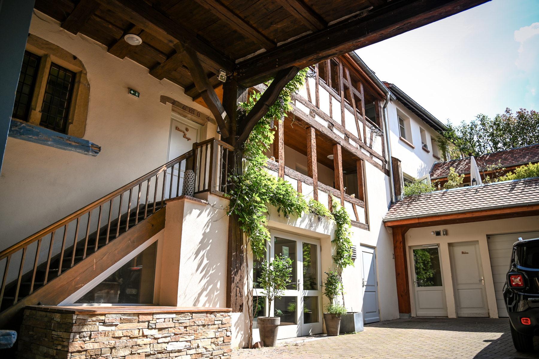 g te l on le hameau d 39 eguisheim domaine ginglinger 33 grand 39 rue 68420 eguisheim france. Black Bedroom Furniture Sets. Home Design Ideas