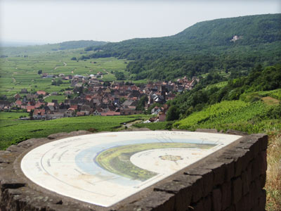 La promenade du Grand Cru Goldert, Pays de Rouffach, Vignobles et Châteaux, Haut-Rhin, Alsace (Pragma-SCF)
