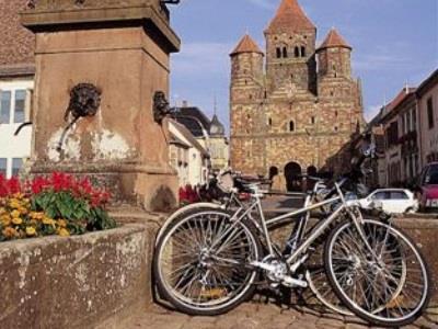 Eglises romanes, vigne et plaine d'Alsace
