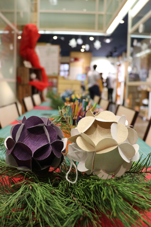 Atelier de Noël : fabriquez votre boule de Noël en papier