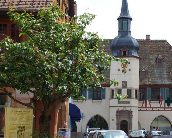 Hôtel de Ville ou Laube et Horloges à Jacquemart, à Benfeld