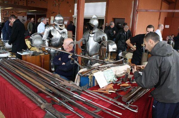Salon d'antiquités et collections militaires