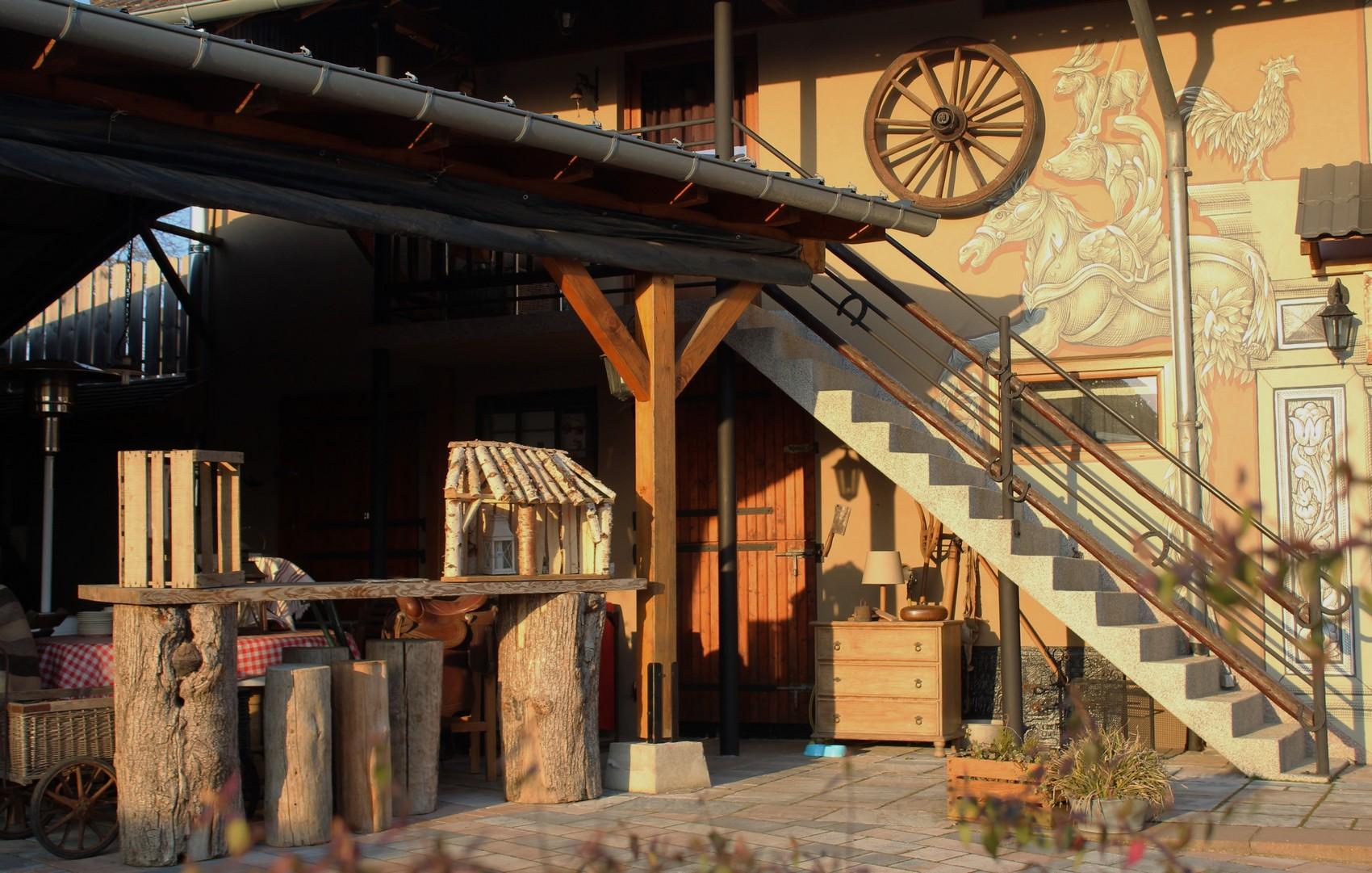 La maison d 39 h tes du mont gite la grange for La grange du meuble