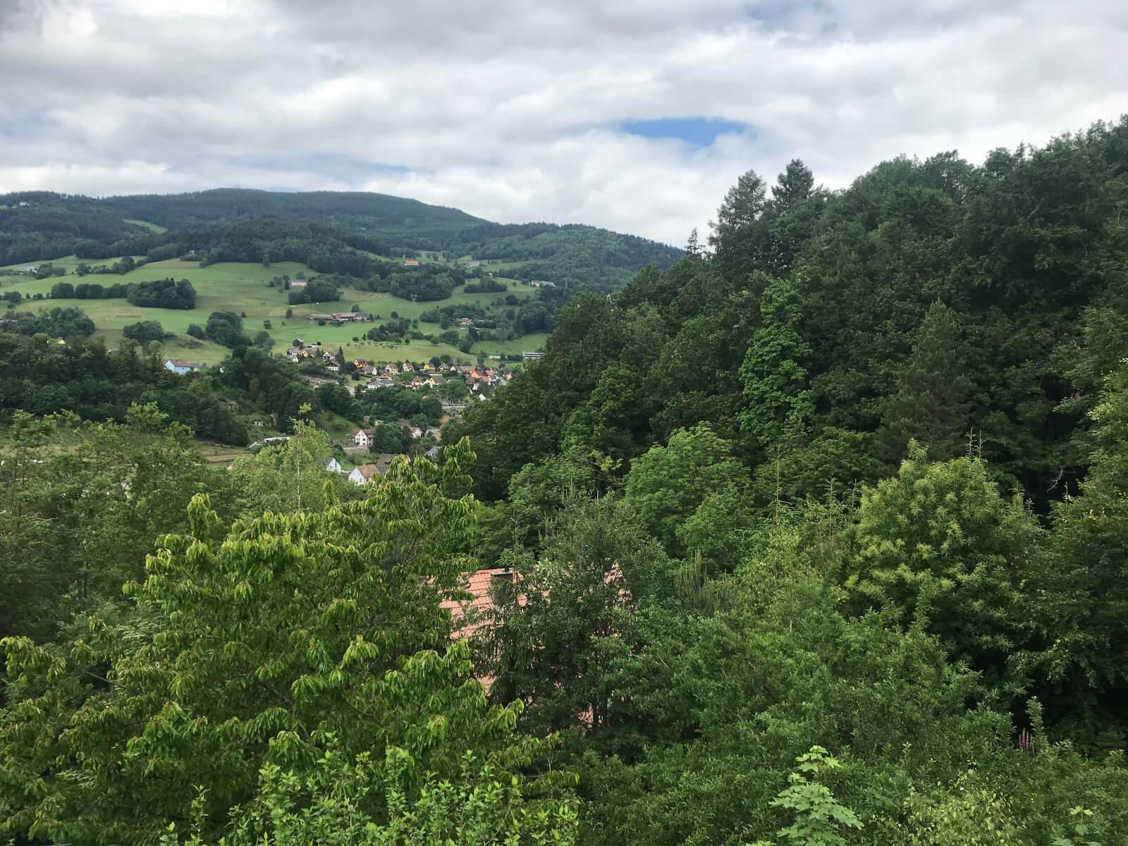 apps.tourisme-alsace.info/photos/kaysersberg/photos/gite-lapoutroie-rocher-maurer-vue-depuis-la-terrasse.JPG
