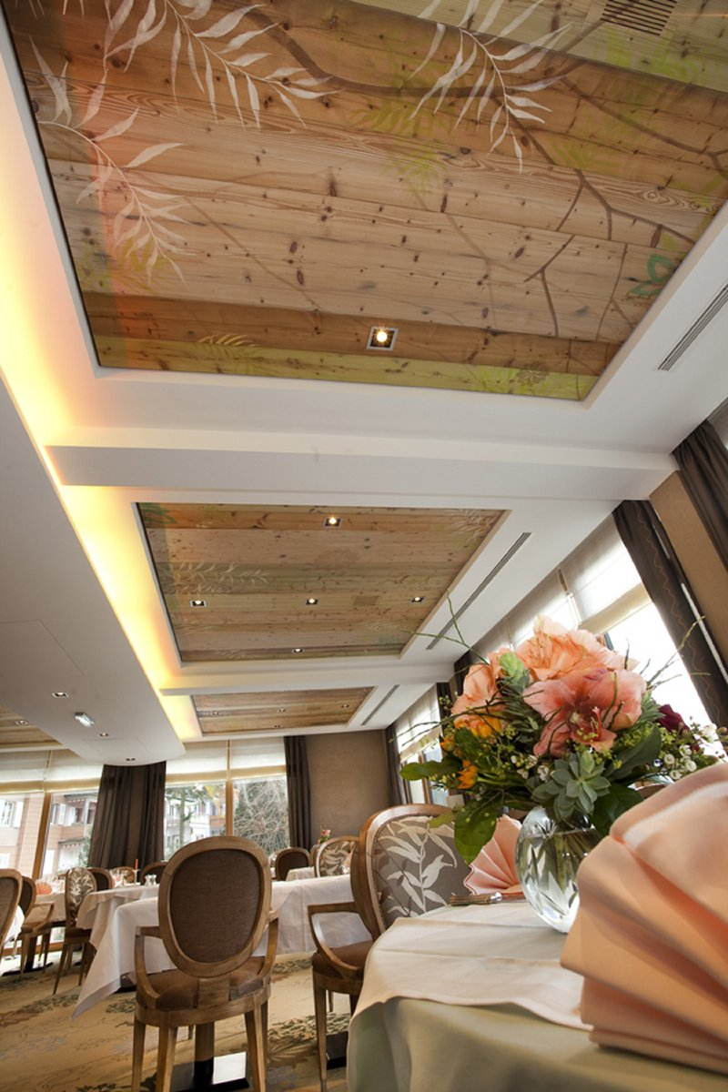 restaurant au lion d 39 or. Black Bedroom Furniture Sets. Home Design Ideas