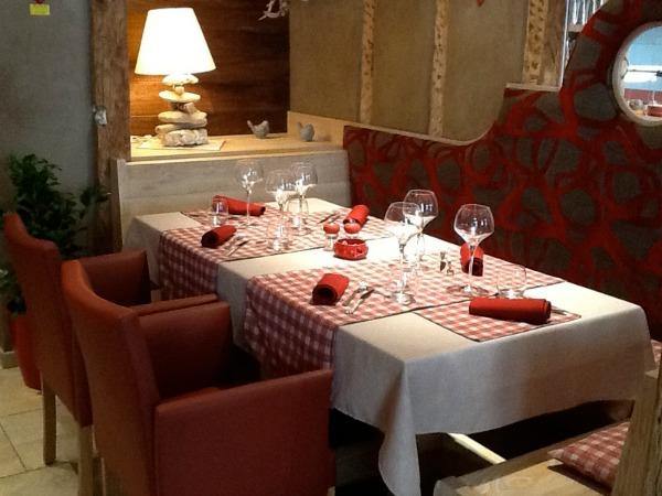 restaurant au gr s du march. Black Bedroom Furniture Sets. Home Design Ideas