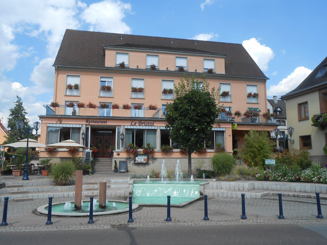 Bar du restaurant le bristol niederbronn les bains for Hotel les bains alsace