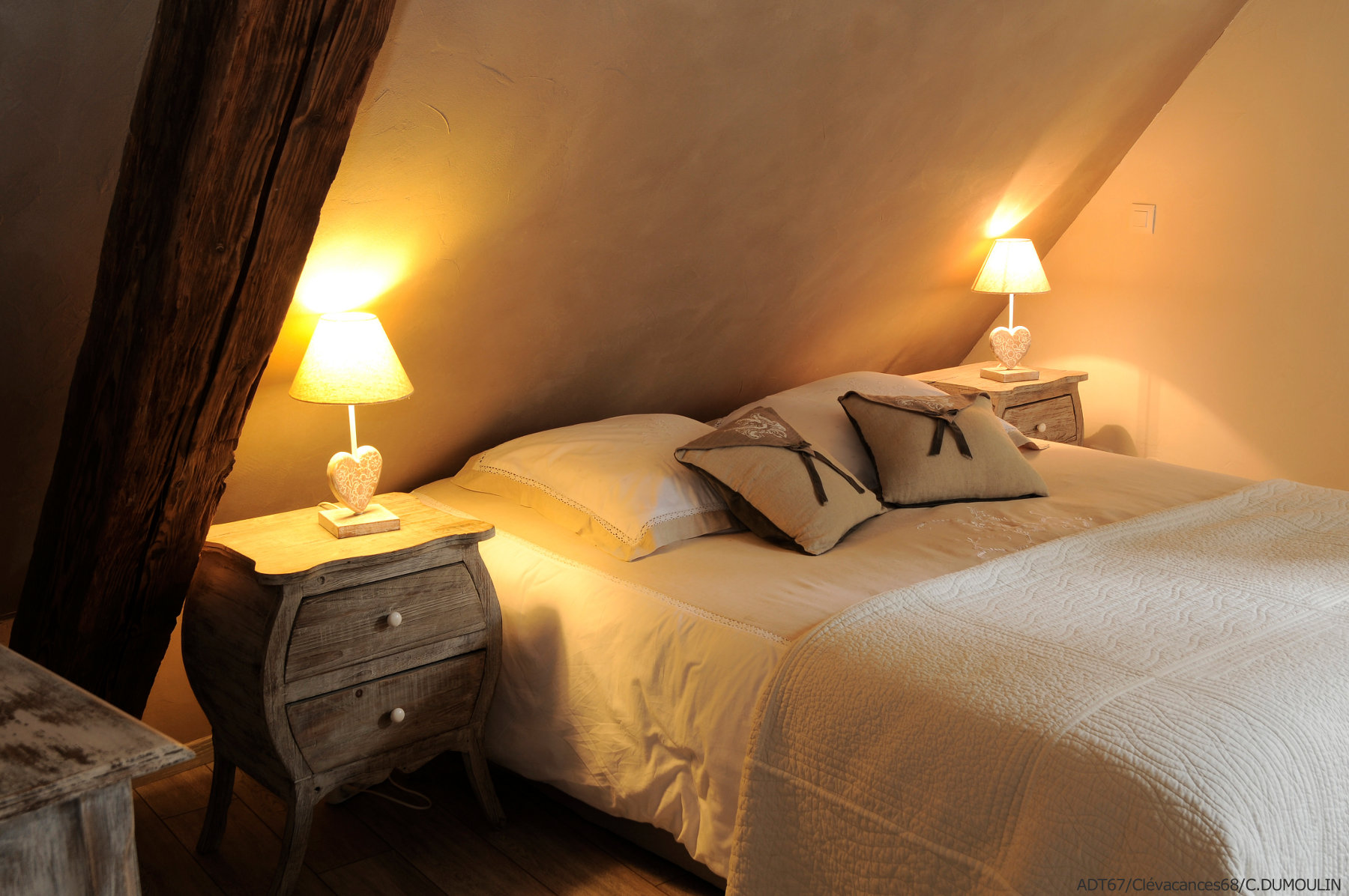 Chambre à coucher avec lit 2 personnes