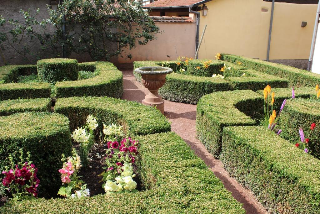 Jardin des sorci res jardin m di val bergheim for Jardin medieval
