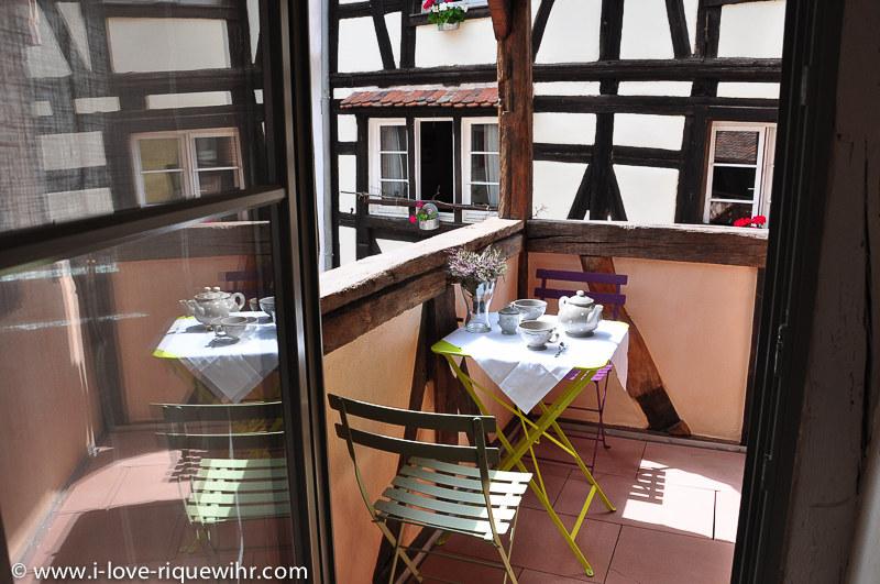 meubl de tourisme les remparts de riquewihr le petit loup riquewihr massif des vosges. Black Bedroom Furniture Sets. Home Design Ideas