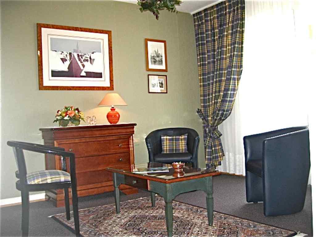 meubl au vieux strasbourg. Black Bedroom Furniture Sets. Home Design Ideas