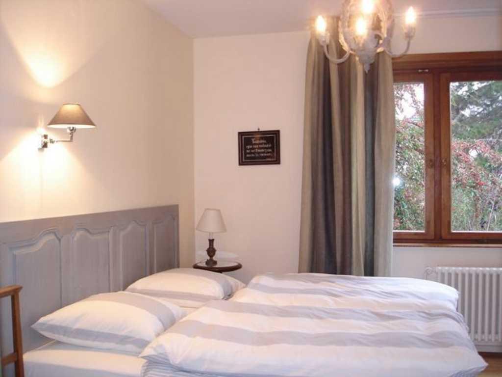 Chambre d 39 h tes le stoeckli chambre grise schiltigheim for Chambre d hote strasbourg