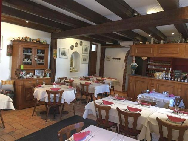 Crédit Maison du Tourisme - Partie de la salle du rez-de-chaussée du Restaurant du Moulin