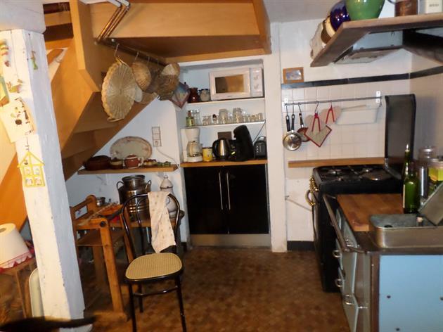 vaste cuisine avec cellier vouté  attenant,