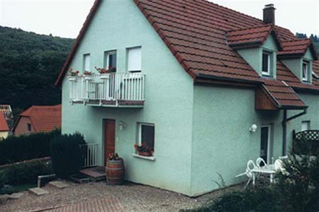 Vue maison. Gite au RDC (Terrasse) + étage (balcon)
