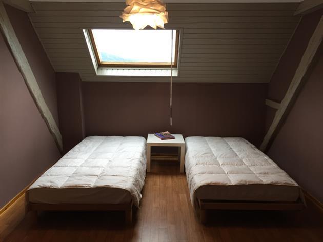 Les 2 lits simples da la grande chambre