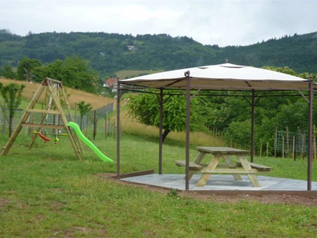 Espace jeux pour enfant et salon de jardin