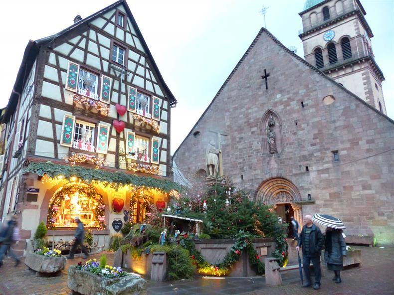 http://apps.tourisme-alsace.info/photos/kaysersberg/photos/je-visite-un-village-vallee-kaysersberg.jpg