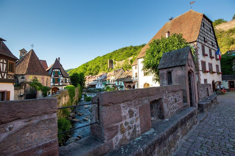 http://apps.tourisme-alsace.info/photos/kaysersberg/photos/pont_fortifie_badhus_kaysersberg.jpg