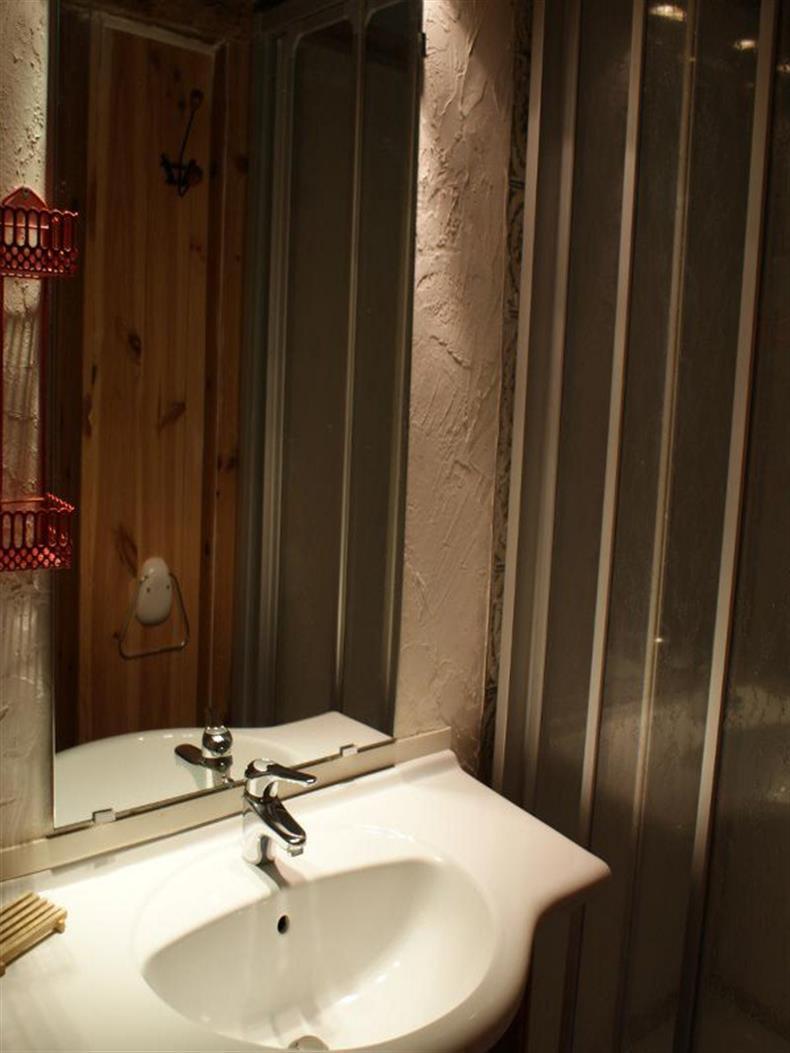 apps.tourisme-alsace.info/photos/kaysersberg/photos/1-gite-lapoutroie-bruno-salle-de-bain.jpg
