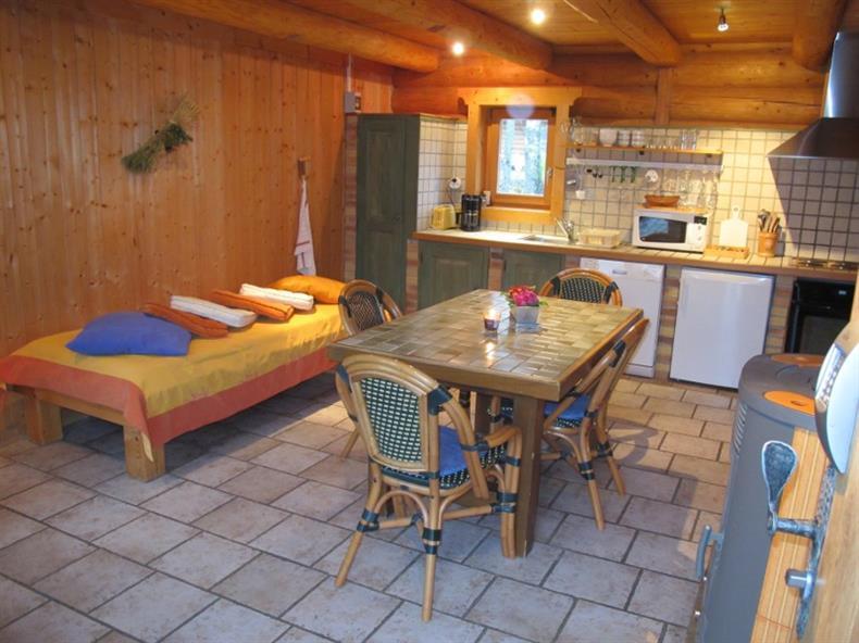 Les Lodges - Chalet Alisier - Intérieur (cuisine, salle à manger, lit 1 personne)