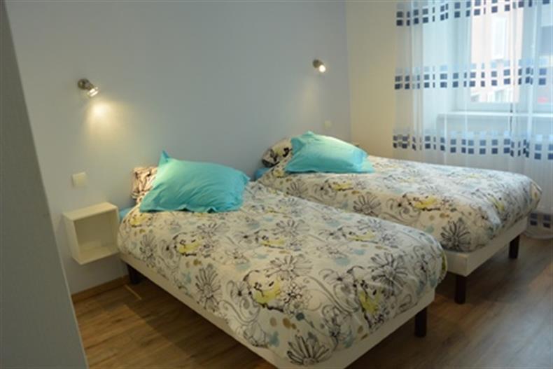 chambre bleue deux couchages individuels