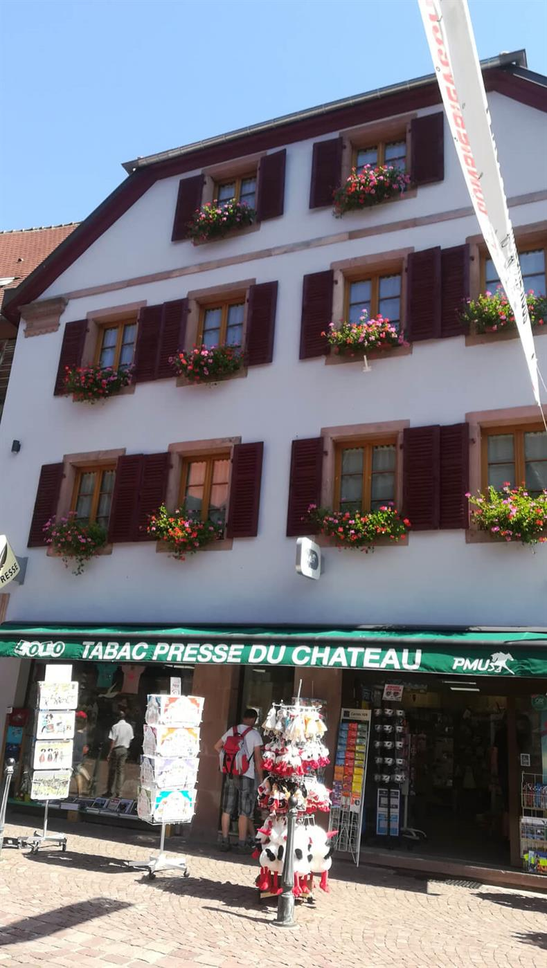 apps.tourisme-alsace.info/photos/kaysersberg/photos/commerce-kaysersberg-tabac-presse-bleicher-du-chateau-cadeaux-carterie-souvenirs-6.jpg