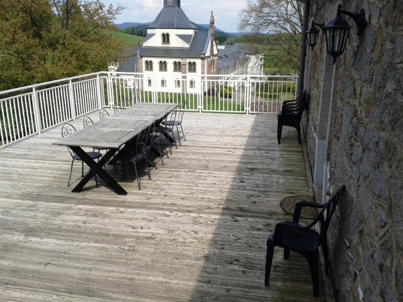 Terrasse avec vue sur l'ancienne abbaye de Pairis