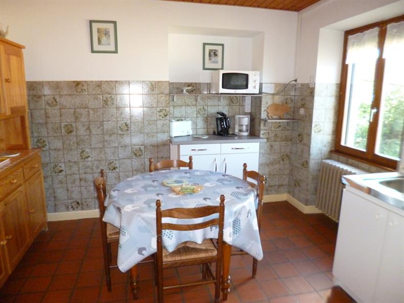 apps.tourisme-alsace.info/photos/kaysersberg/photos/gite-orbey-ferme-du-busset-gite-3-cuisine.JPG