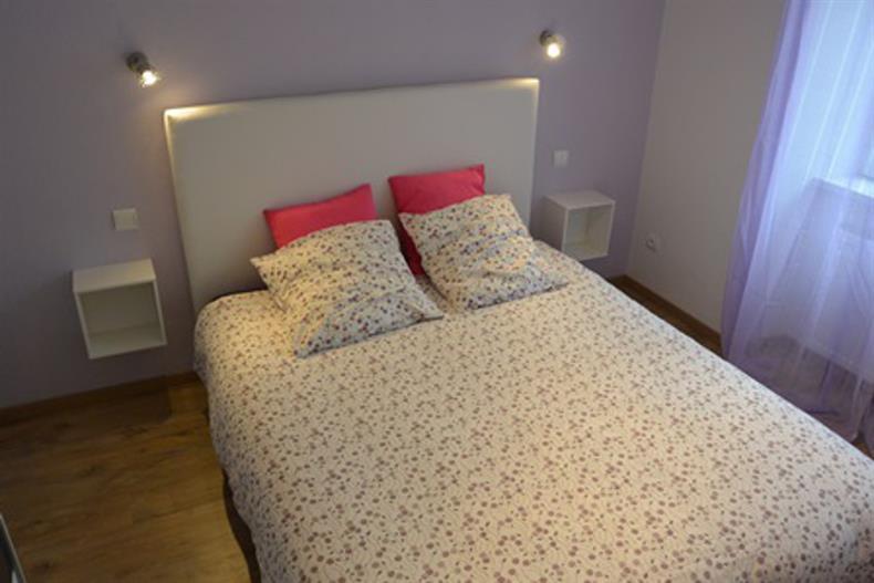 Grande chambre  violette deux couchages