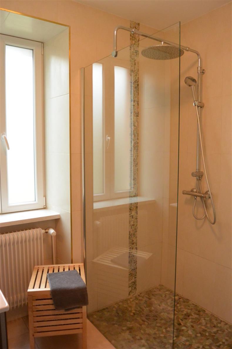 apps.tourisme-alsace.info/photos/kaysersberg/photos/gite-sigolsheim-tempe-gilbert-salle-de-bain.JPG
